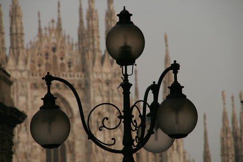 metai, Milano katedros