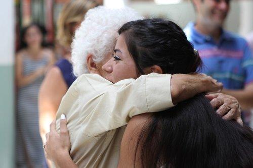 metai, močiutė, žmonių, apkabinti, hugging, laimingas, moteris, žmogus, mergina, baltos spalvos, džiaugsmas, Moteris, meilus