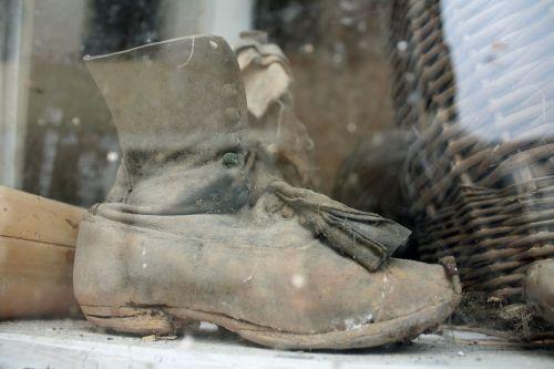 senas boot langas,senovės batų,senas lango ekranas,purvinas langas,purvinas senas boot