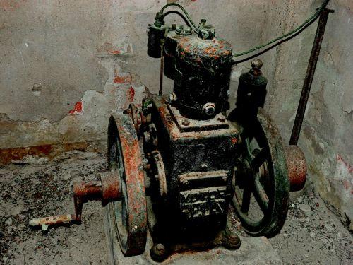 senas variklis,artefaktas,alkūnė,mechanizmas