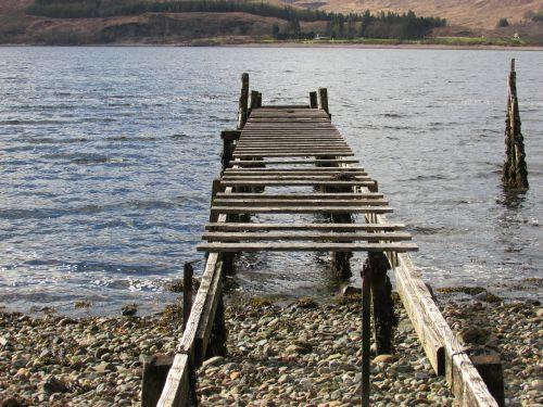 senas urvas,senoji prieplauka,medinis prieplauka,Rickety prieplauka,griuvėsiai,medinis urvas,laivo nusileidimo vieta,vanduo,prieplauka,medinis,prieplauka,uostas,takas