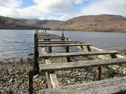 senas urvas,medinis prieplauka,prieplauka,prieplauka,nykstantis medinis prieplauka,uostas,vanduo,jūra,pažeista,upė,medinis,takas