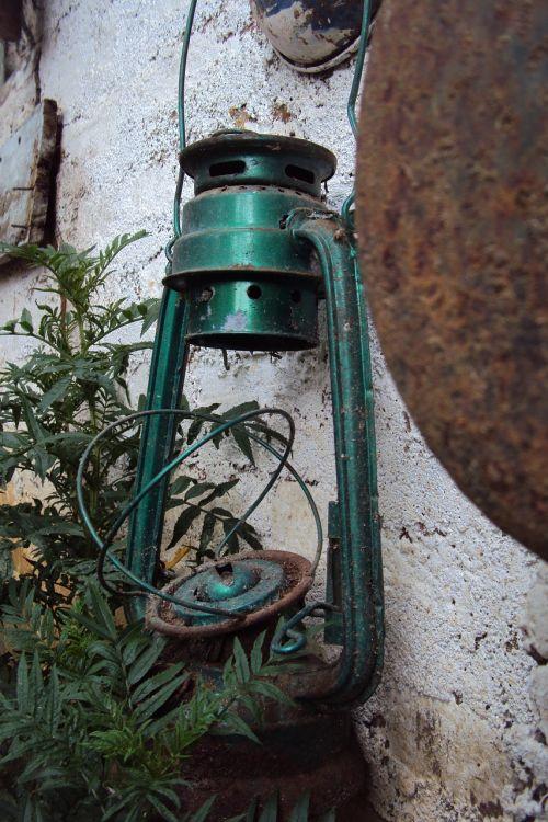 senas žibintas,skaldomas žibintas,žalias žibintas,Senovinis,Iš arti,makro,žibalo žibintas,Šri Lanka