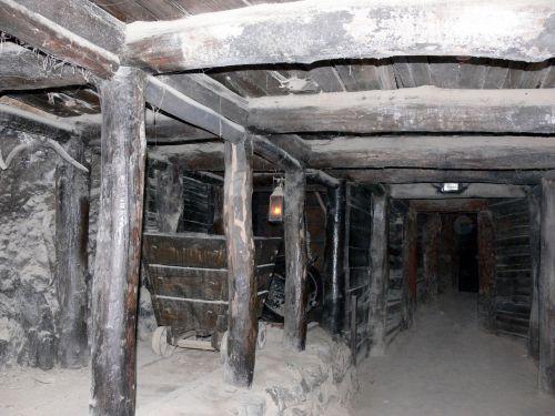 mine, mano & nbsp, velenas, tunelis, po žeme, auksas & nbsp, mano, giliai, tamsi, pavojingas, nykštukai, senoji šachta
