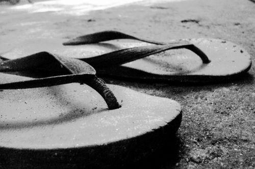 šlepetės, senas, juoda & nbsp, balta, guma, sunaikintas, seni guminiai šlepetes