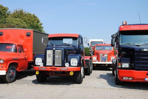 oldtimer,sunkvežimis,susitikimas