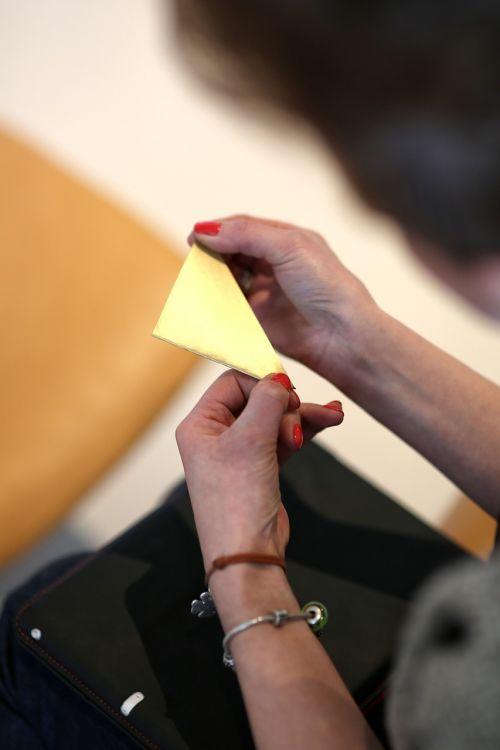 origami,lankstymas,rankos