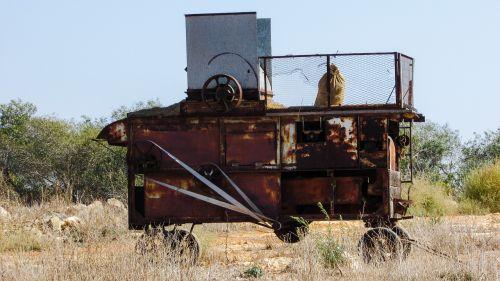 pakavimo mašina,senas,rusvas,mašina,paliktas,Žemdirbystė,kaimas,Kipras