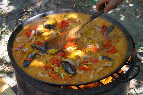 paella,virėjas,valgyti,out,Ugnis,šaukštas,pan,Pagrindinis patiekalas,kepti,ryžių kepsnys,maistas,skanus,mėgautis,midijos,krevetės,Barbekiu,ryžių patiekalas,daržovės,skanus,malonumas maistui,naudos iš,ryžiai,medinis šaukštas