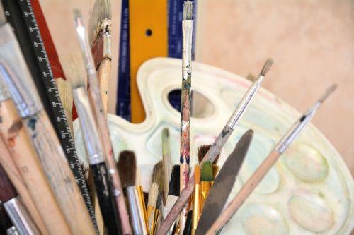 dažymo teptukai,paletė,kūrybiškumas