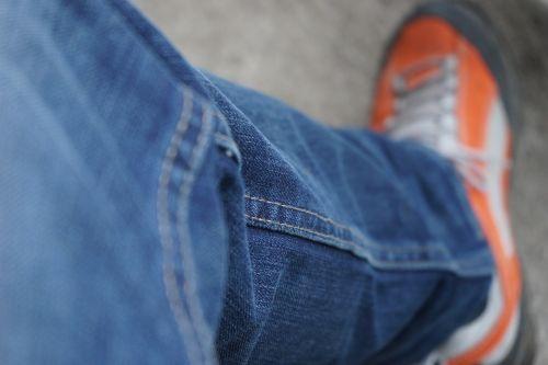 pants,džinsai,mėlyni džinsai,apranga,batai,mėlynas,oranžinė