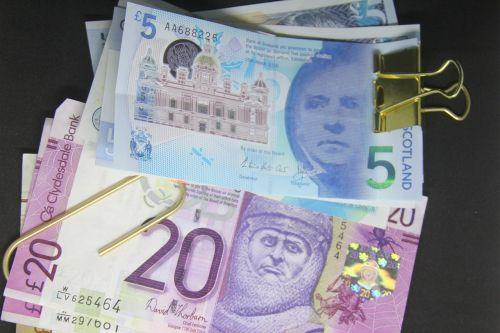 popieriniai pinigai,banknotai,svaras,Britanija,penkių svarų užrašas,turtas,dvidešimt pėdų užrašas,pinigai,valiuta,verslas,popieriaus spaustukas,finansai,Škotija,škotų,dosh,pajamos,investicijos
