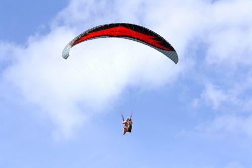 Paragliding,  Sklandytuvu,  Parašiutas,  Slide,  Skristi,  Mėlynas,  Pilotas,  Sportas Ir Fitnesas,  Vasara,  Laisvė,  Transporto Priemonė,  Raudona,  Ekstremalus Sportas,  Oro Sportas,  Vėjas,  Dangus,  Orlaivis,  Eksterjeras