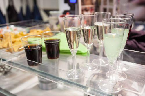 vakarėlis,akiniai,gerti,šampanas,prosecco,brindisi,aperityvas