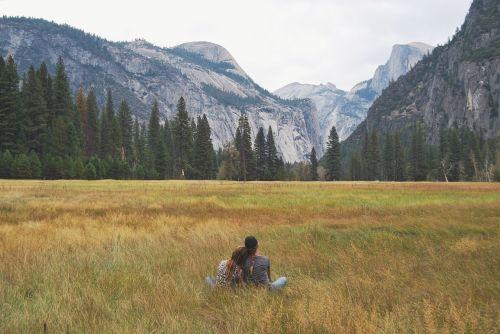 Josemito slėnis,kalnai,taikus,kartu,laukai,kalnas,vaizdingas,vaizdas,peizažas,lauke,miškas,grazus krastovaizdis,gražus,kalnas,gamta,kraštovaizdis,kaimas,žolė,ramus,žmonės kartu,žmonės,moterys,du