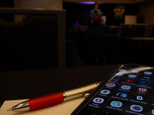 seminaras, Užrašų knygelė, rašiklis, rašymas, Pastabos, seminaras, mokymas, verslas, mokykla, mokymas, klases, išmanusis telefonas, rašiklis ir išmanusis telefonas