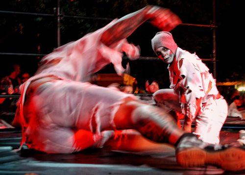 žmonės,vyrai,kovoti,kostiumas,Halloween,raudona,makiažas,spektaklis