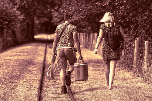 žmogus, vyras, moteris, pora, kartu, du, šalia vienas kito, vykdyti, Piknikas, aušinimo langelį, pėsčiomis, geležinkelio bėgiai, per dieną iš, šventė, redakcijos