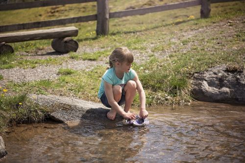 asmuo,žmogus,vaikas,mergaitė,vanduo,gamta,out,purslų,tyrinėti,patirtis,suprasti,portretas