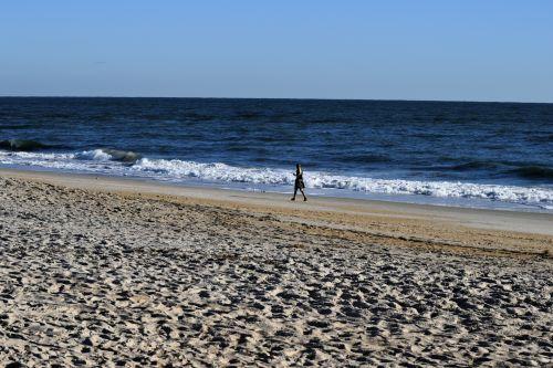 asmuo, vienas, papludimys, vandenynas, smėlis, vaikščioti, jūros dugnas, kraštovaizdis, lauke, vanduo, bangos, florida, usa, dangus, vaizdingas, turizmas, atostogos, tropikai, asmuo, vaikščiojantis vien tik paplūdimyje