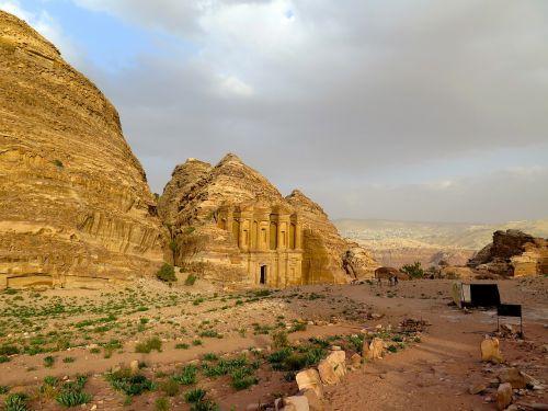 Petra, Jordan, Artimieji Rytai