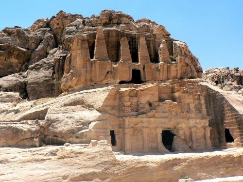 Petra, Piramidė, Kritimo, Archeologija