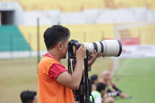 Fotografas,objektyvas,nikon,kanonas,fotografija,profesionalus,nuotrauka,įranga,skaitmeninis,žolė,žmonės,sportas,tele objektyvas,diafragma,fotografijos