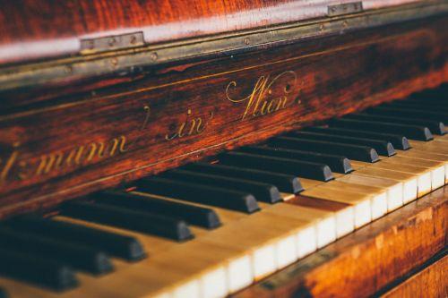 fortepijonas,klaviatūra,raidės,daina