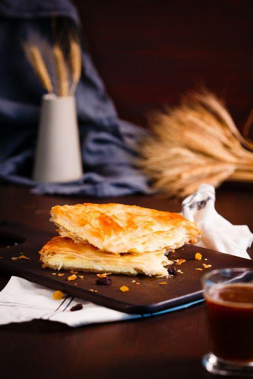 pyragas,Moldavijos pyragas,romėnų pyragas,balkaninis pyragas,pyragas su sūriu,placenta,pyragas su varške,skanus,maistas,kepimo,spurgos,bandelė,maistingas,apetitas