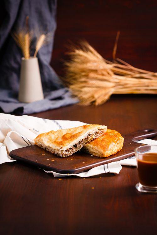 pyragas,Moldavijos pyragas,romėnų pyragas,balkaninis pyragas,pyragas su mėsa,placenta,pyragas su varške,skanus,maistas,kepimo,spurgos,bandelė,maistingas,apetitas