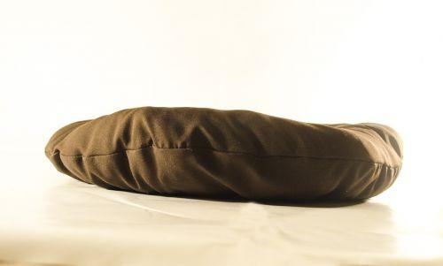 pagalvė,bronza,medžiaga