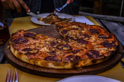 pica,Salami,skanus,valgyti,Šveicarija,maistas,pomidorai,sūris,ispanų,pica topping,želatina,bbq pica,pepperoni,vakarienė,maistas