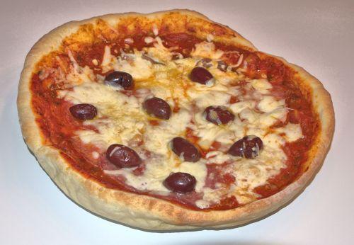pica,pyragas,alyvuogės,sūris,Salami