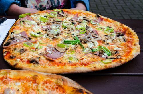 pica,valgyti,pica topping,maistas,skanus,ispanų,maistas,vakarienė,pietūs,daržovių pica,sūris,pomidorai,pluta,teismas,plokštė