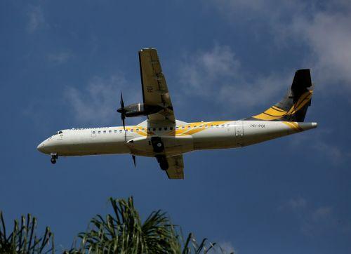 lėktuvas,skraidantis,komercinis,orlaivis,kelionė,skristi,pakilimas,dangus,oro uostas,oras,sparnas,debesys,oro transportas,važiuoti,skrydis,variklis,debesis,Brazilija,oro uostas sao paulo