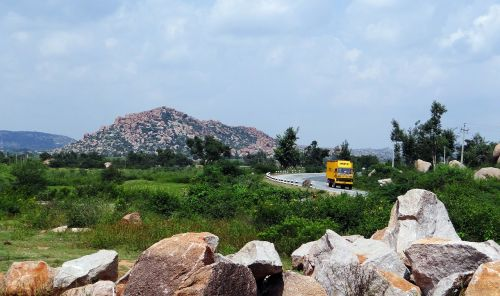 Plato,akmenys,kalvos,kalvos,greitkelis,sunkvežimis,Karnataka,Indija