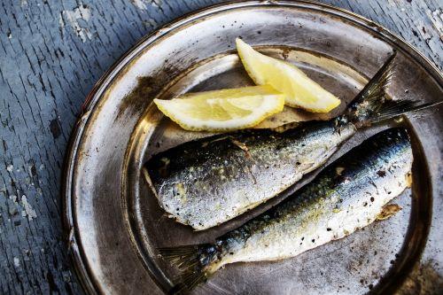 sardinės, žuvies & nbsp, nuotraukos, žuvis, jūra & nbsp, maistas, plokštė, mistinis & nbsp, šviesa, maistas & nbsp, fotografija, maistas, nuotrauka, jūra, padengtas & nbsp, maistu, receptai, Graikija, citrina, Grilis, parengtas, tradicinis, kultūra, užkandis, aptarnavimas, maistas, vakarienė, virtuvė, patiekalas, pietūs, skanus, sveikas, de, padengtos sardinės ir citrina