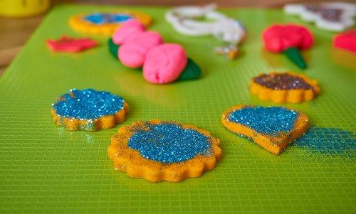 žaisti-DOH, žaisti tešlą, kūrybingi, kūrybiškumas, fantazija, kepti, Tinker, vaikai, žaisti, linksma, žaislai, Playdoh, laisvalaikis, spalvinga, spalva, Blizgučiai, sausainiai, tortas, Iškirpti, išvynioti, forma, vaikas
