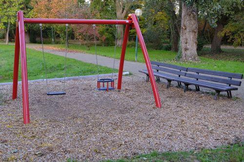 žaidimų aikštelė,sūpynės,žaisti,žaidimų įrenginys,vaikų žaidimų aikštelė,sūpynės sėdynė,sūpynės įrenginys,bankas,medinis stendas