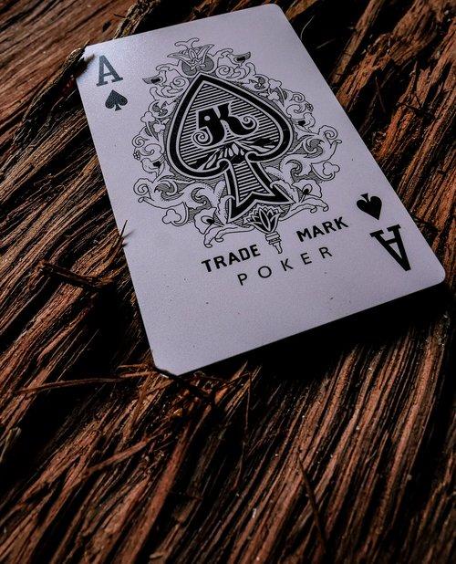 Žaidžiu kortomis, kortelės, žaisti, žaidimo korta, žaisti kortelės surinkimo kategoriją, pirkti kortų, Naujų kortavimas, reti kortavimas, aukso kortavimas, Top 10 žaidimui skirtos kortos, milžinas kortavimas, magija kortelės, naujumo kortavimas