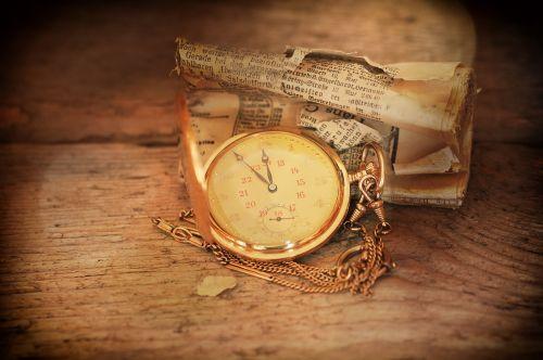 Kišeninis laikrodis,laikrodis,laikrodžio veidas,papuošalai,laikraštis,laikraštinis popierius,dienraštis,valcuoti,sumaišytas,senas,Senovinis,Uždaryti
