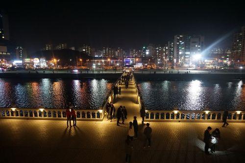 pohang,naktinis vaizdas,kraštovaizdis,naktis,miestas,Korėjos Respublika,gatvė,atmosfera,naktinis dangus,naktinis peizažas,neono ženklas,tiltas,vakare