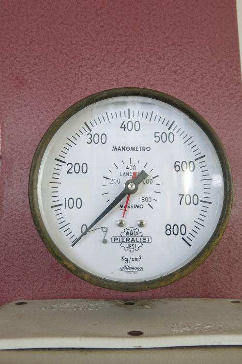 žymeklis,priemonė,manometras,kg cm2,ženklas,alyvuogių aliejaus spauda,puglia,800