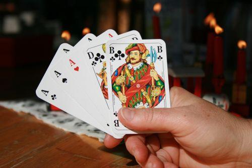 pokeris,pilnas namas,kortelės