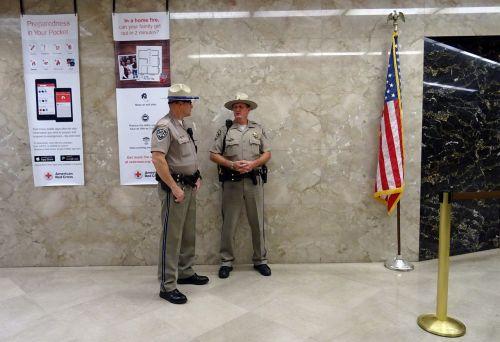 policija,Kalifornijos greitkelio patrulis,Chp,pareigūnas,policininkai,apsaugai,saugumas,policininkas,greitkelio patrulis,capitol,gubernatorius,sakramento,Kalifornija,policijos pareigūnas,usa,amerikietis