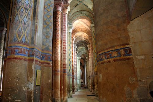 polichrominės kolonos,puošnūs stulpai,bažnyčios ramsčiai,spalvingi stulpai,dekoruoti kolonai,bažnyčios interjeras,arkos