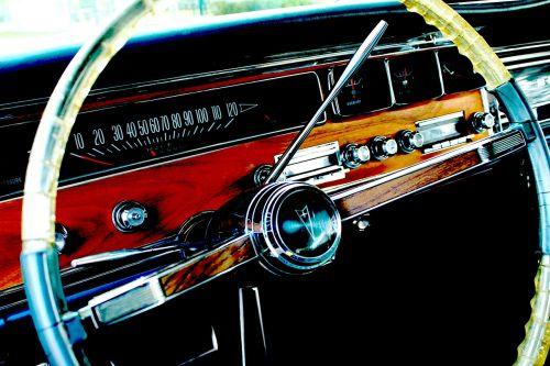 Pontiac,automobilis,vairas,automatinis,automobilis,linksma,greitis,Moteris,mergaitė,rodsteris,vairuotojas,karštas,vairuotojas,vasaros laikas,asmuo,vairuoja,laimingas,lauke,transporto priemonė
