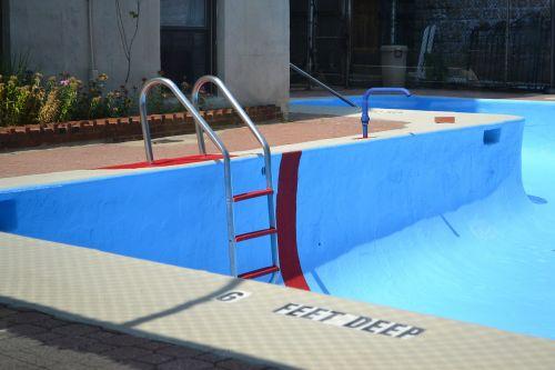 baseinas,vanduo,tuščias baseinas,giliai,pėdos,mėlynas,daugiabutis namas,maudytis,lauke,baseinas vanduo,plaukiojimo baseinas,plaukti,kopėčios,atsipalaidavimas,baseinas