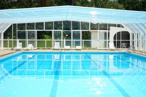 baseinas,plaukiojimo baseinas,plaukiojimo baseinas,vanduo,plaukti,Saunus,atnaujinti,šlapias,lauko baseinas,mėlynas,blogai,krantinė,saulės gultai