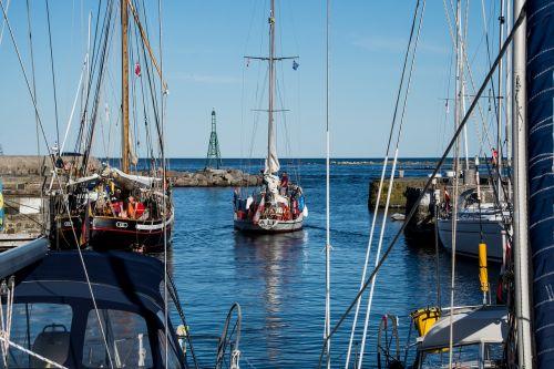 uostas,burinė valtis,burių stiebai,stiebai,prieplauka,lašas,laivas,buriuotojas,valčių stiebai,bornholm,marina,jachta,atsisveikinimas